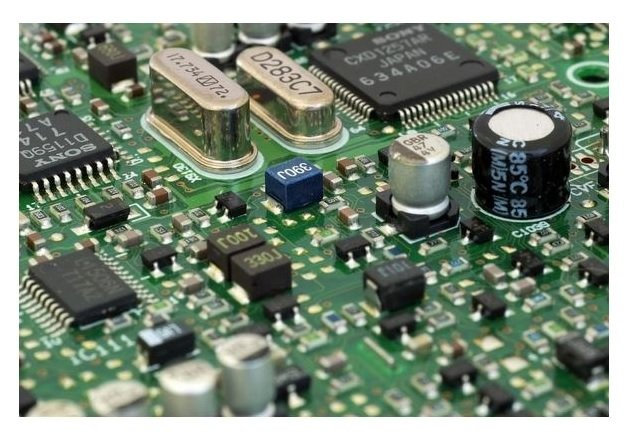 Microchips could be equipped with atom-thick transistors to improve processors. Image courtesy of Pixabay.
