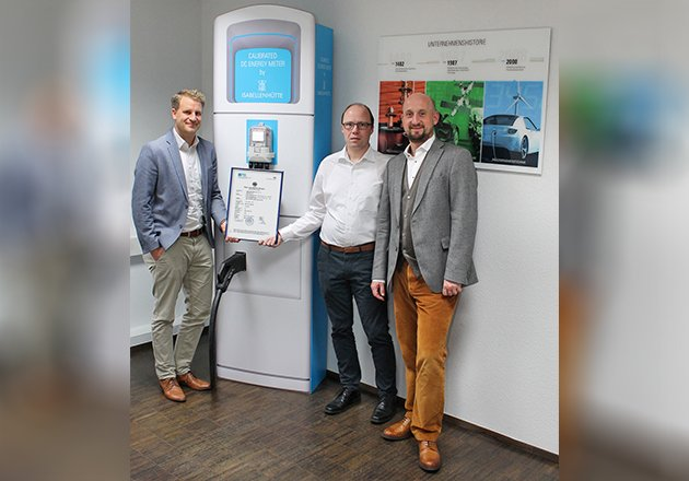 The type examination certification for the first DC meters compliant with calibration law is here (from left to right: Tobias Wolff, Business Development Manager Smart Grids, Andreas Lepper, Project Manager R & D Business Unit Measurement, and Andreas Prüfling, Director Business Unit Measurement). This signals the start of the roll-out.