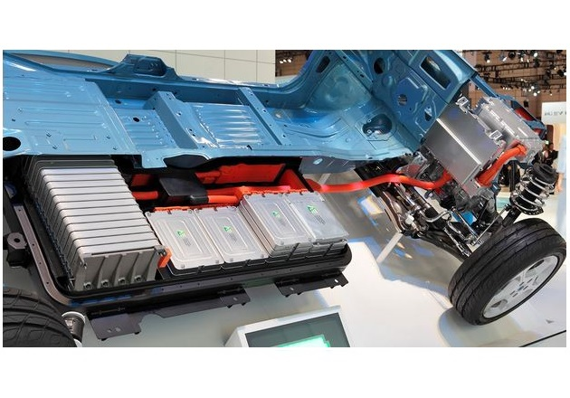 The battery packs in a Nissan EV. Image courtesy of Tennen-Gas (CC BY-SA 3.0)