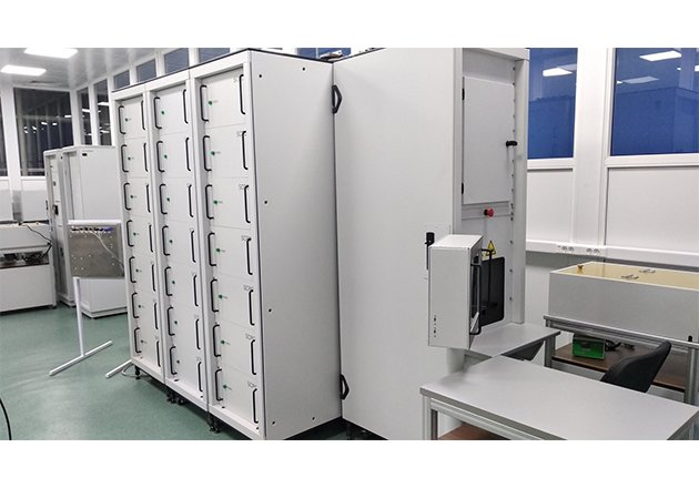 Appearance of the 120 kA surge current tester.