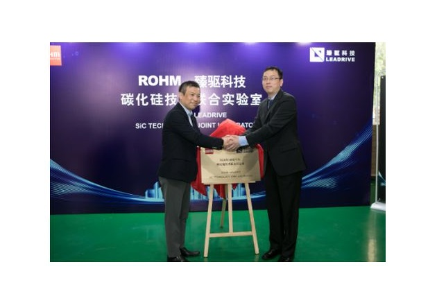 Dr. Jie Shen shaking hands with Shinya Kubota, Managing Director of ROHM Semiconductor at the opening ceremony for their joint laboratory. Image courtesy of ROHM.