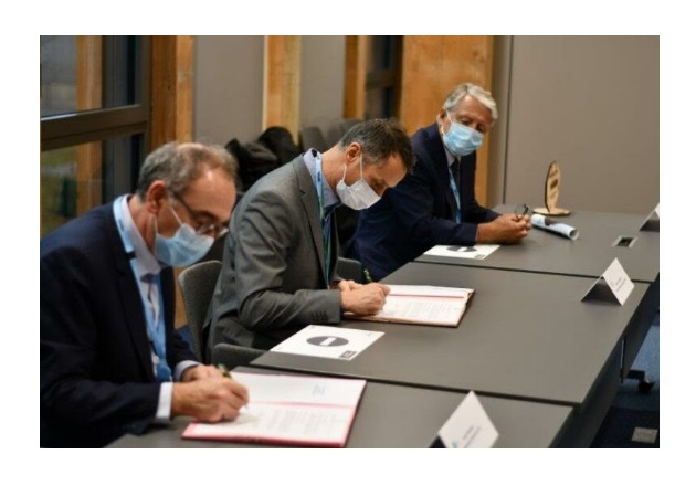 RTE and SuperGrid Institute leaders signed an agreement to create an R&D center focused on direct current technologies. Image courtesy of the SuperGrid Institute.