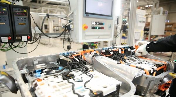 High-voltage accumulator