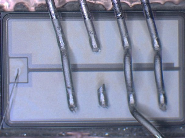 Heel crack of bond wires after power-cycling.