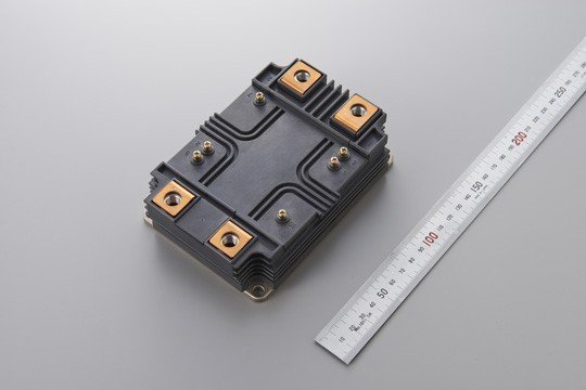 Figure 9: 3.3 kV and 6.5 kV Full-SiC modules for high-voltage applications in the LV100 (left) and HV100 (right) package