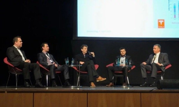 The discussions with speakers