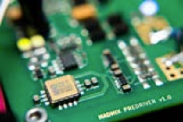 In-house developed power amplifier using state-of-the-art GaN power stages and in-house developed high-speed pre-driver ICs allow applying: variable frequencies